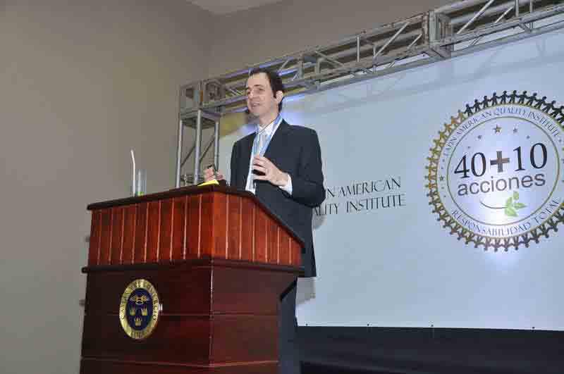 Palestrante Daniel Bizon na Câmara de Comércio de Lima, Peru