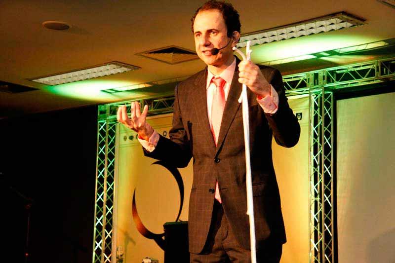 Palestra empreendedorismo com conferencista premiado duas vezes