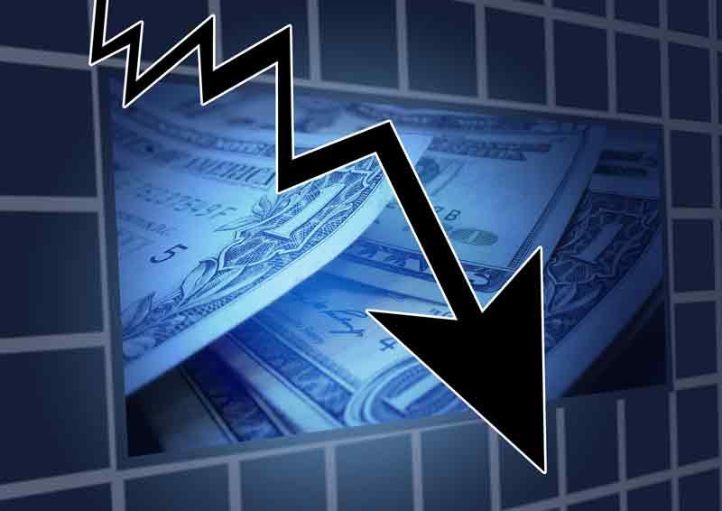 Seta para baixo indicando que a economia e a motivação nas empresas vai mal