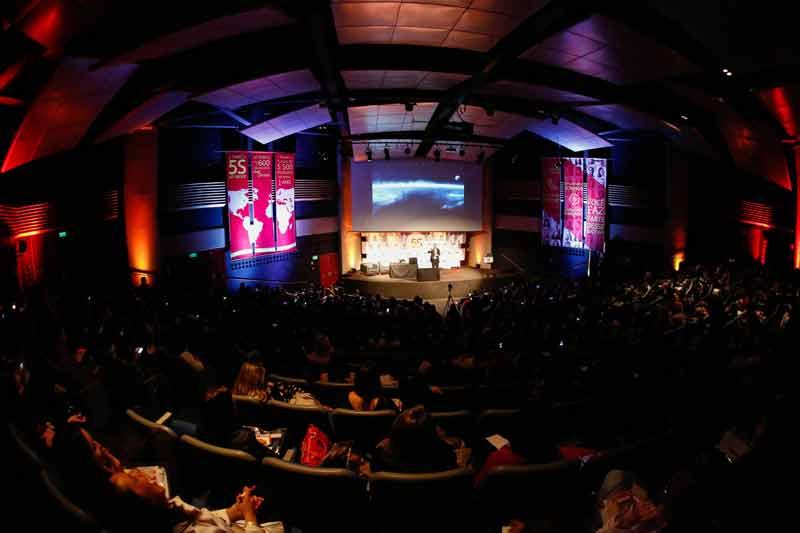Público assiste a palestra de Daniel Bizon no evento Brands