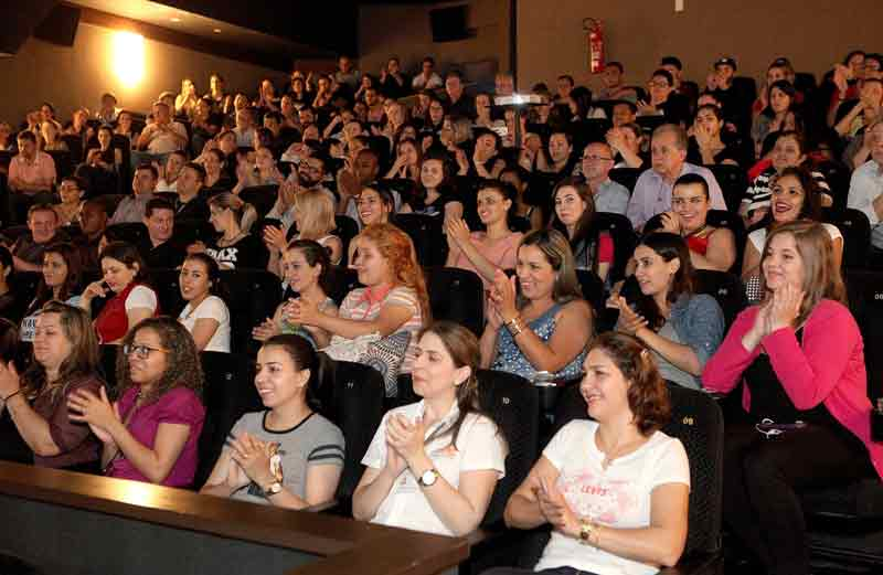 Lojistas do Shopping Mueller na palestra com Daniel Bizon