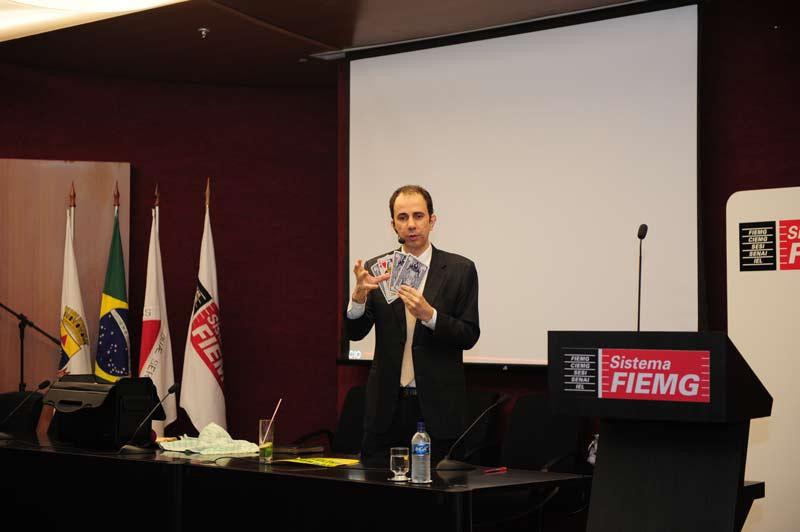 Palestra sobre estratégia empresarial com Daniel Bizon