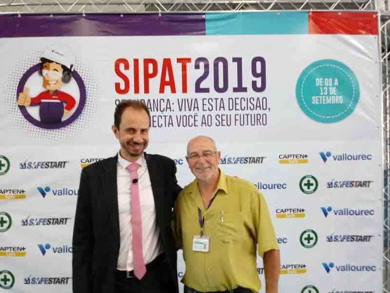 Palestrante Daniel Bizon com Adão Silva responsável pela segurança do trabalho da Vallourec Rio das Ostras