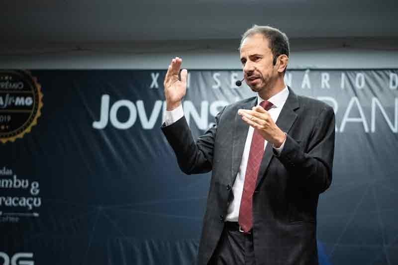 Daniel Bizon em sua palestra Liderança Vencedora: Construindo seu Próprio Caminho de Dentro para Fora